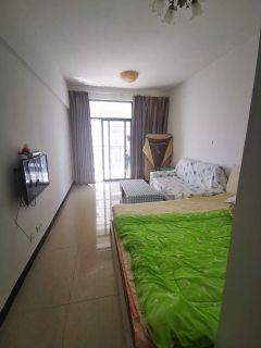 精装单身公寓包物业,带家具家电厨房用品,常年出租