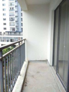 中心城区3室2厅123m²毛坯房送阳台单价5000