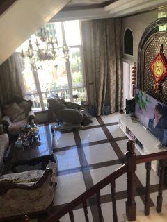 (楚雄市)金时代华庭联排别墅首次出租带家具家电