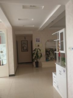 (楚雄市)金福园4室2厅2卫123m²房东工作调离楚雄,急用钱降超低价急售